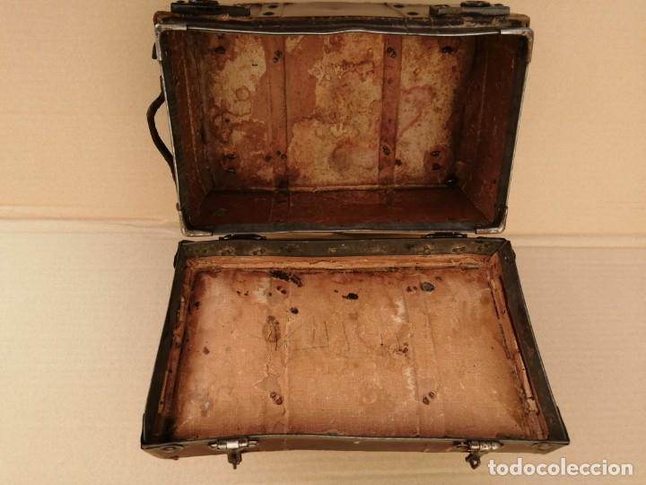 Antigüedades: pequeño baul muñecas - Foto 5 - 211470907