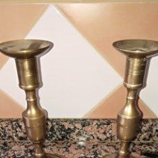 Antigüedades: PAREJA DE CANDELERO EN BRONCE. Lote 211500354