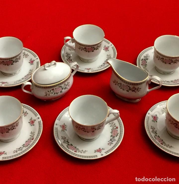 JUEGO DE CAFÉ DE PORCELANA FINA CON FILOS DE PLATA - 6 SERVICIOS - 14 PIEZAS. (Antigüedades - Porcelanas y Cerámicas - China)