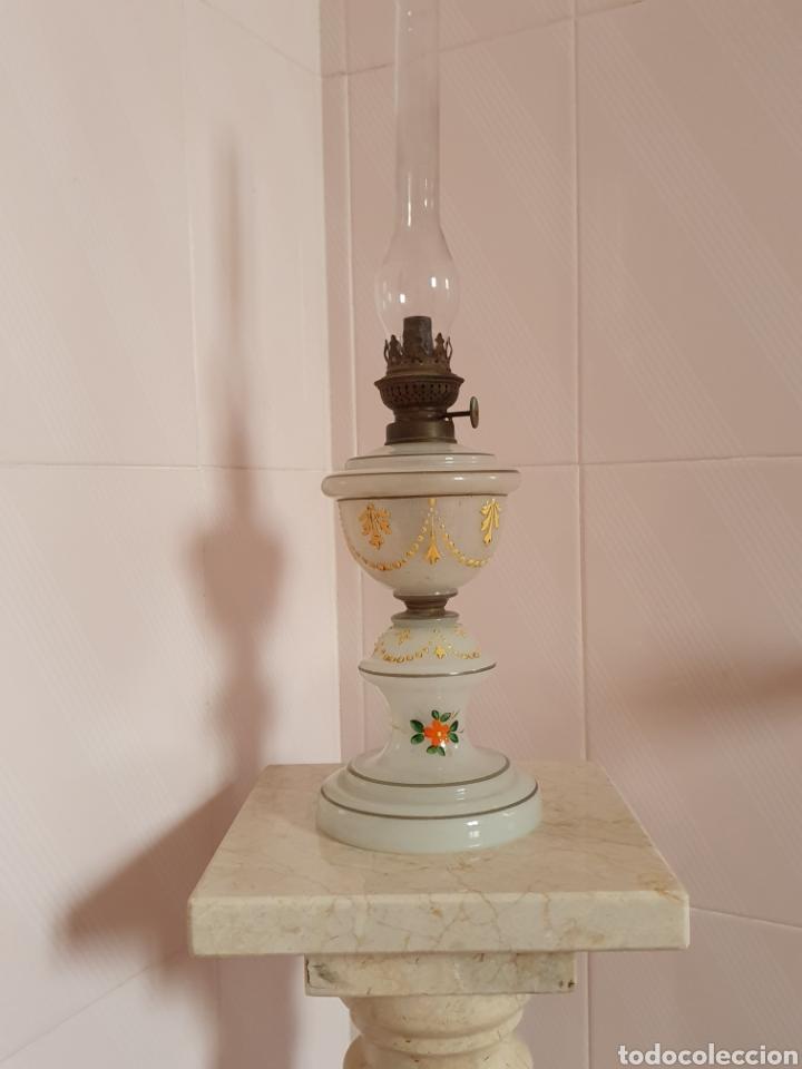 PRECIOSO QUINQUE REALIZADO EN OPALINA (Antigüedades - Iluminación - Quinqués Antiguos)