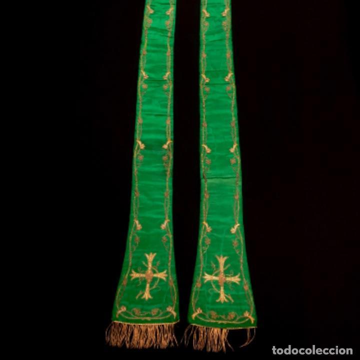 Antigüedades: Estola tafetán seda verde bordada en oro - Foto 3 - 211560932