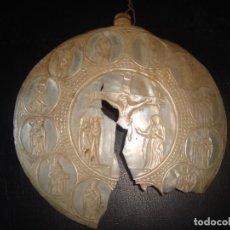 Antigüedades: ANTIGUA COCHA TALLADA CON ESCENA DEL CALVARIO DE JESUS Y LOS 12 APOSTOLES . SIGLO XIX. Lote 211562725