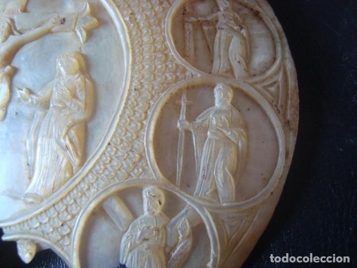 Antigüedades: antigua cocha tallada con escena del calvario de jesus y los 12 apostoles . siglo XIX - Foto 3 - 211562725