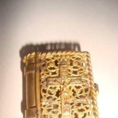 Antigüedades: ANTIGUA CAJOTA EN FORMA DE LIBRO CON ROSARIO EN NACAR . SIGLO XIX . VER FOTOS. Lote 211562897