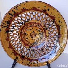 Antigüedades: GRAN PLATO CALADO, TITO, ÚBEDA, 30CM. Lote 211564691