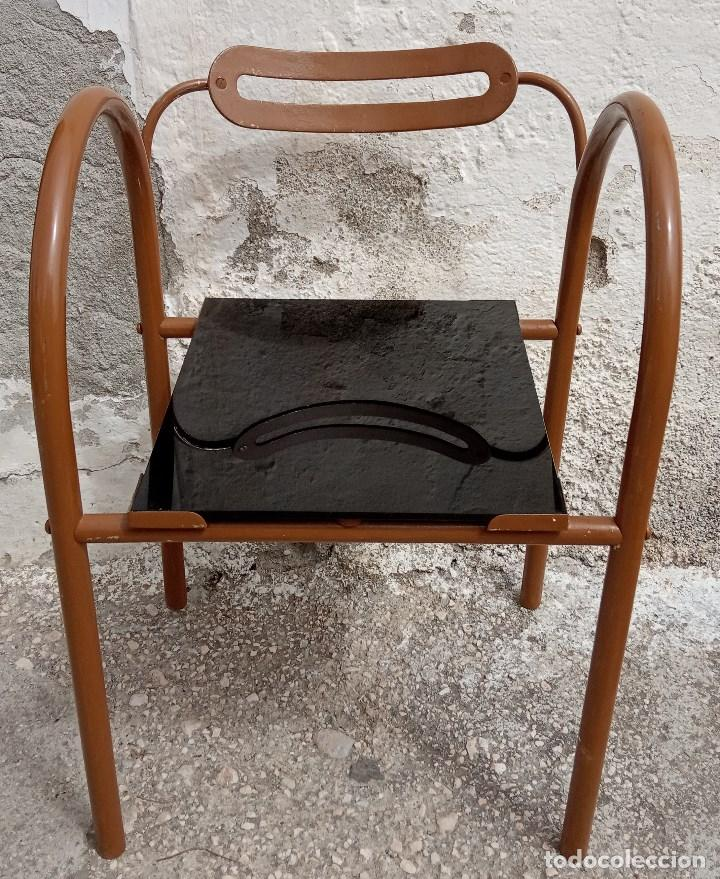 Antigüedades: Curiosa silla metálica con asiento de cristal. Se envía desmontada - Foto 2 - 211569941