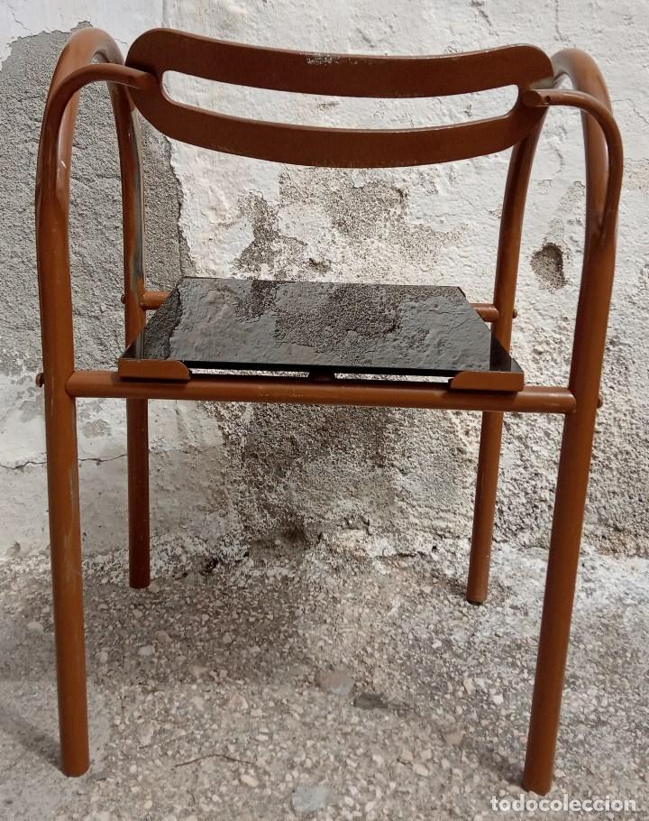 Antigüedades: Curiosa silla metálica con asiento de cristal. Se envía desmontada - Foto 3 - 211569941