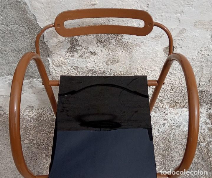 Antigüedades: Curiosa silla metálica con asiento de cristal. Se envía desmontada - Foto 4 - 211569941