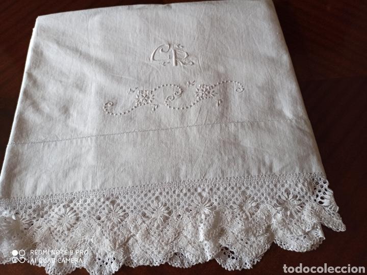 Antigüedades: Sabana antigua bordada a mano por monjas y la punta de bolillos - Foto 11 - 211573024