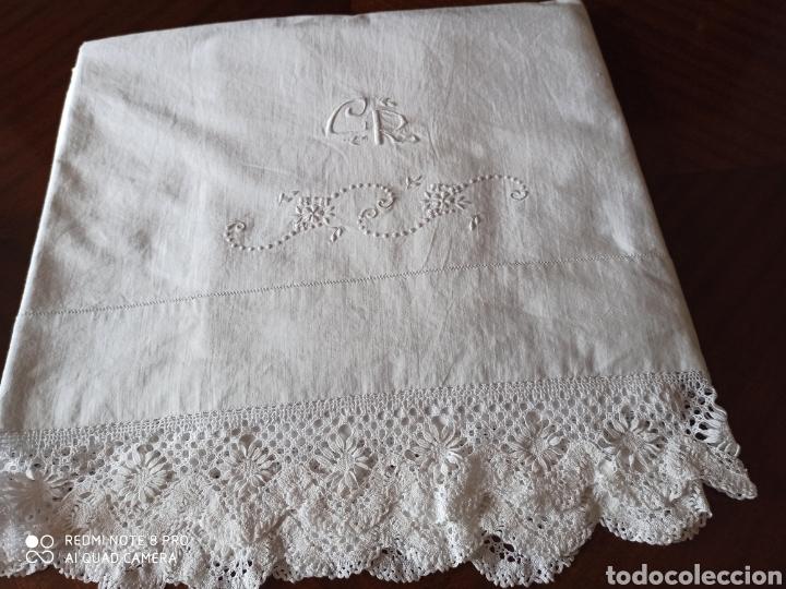 Antigüedades: Sabana antigua bordada a mano por monjas y la punta de bolillos - Foto 12 - 211573024