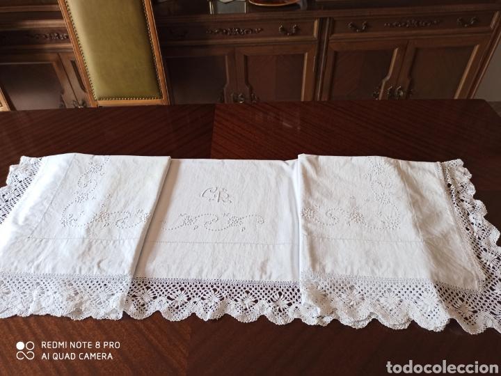 Antigüedades: Sabana antigua bordada a mano por monjas y la punta de bolillos - Foto 2 - 211573024