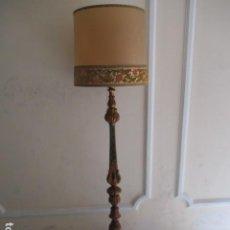 Antigüedades: ANTIGUA LAMPARA DE PIE DE MADERA, CON TULIPA O PANTALLA. 188 CM.. Lote 211585927