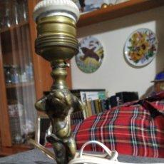 Antigüedades: PEQUEÑO PIE DE LÁMPARA,BRONCE. Lote 211612229