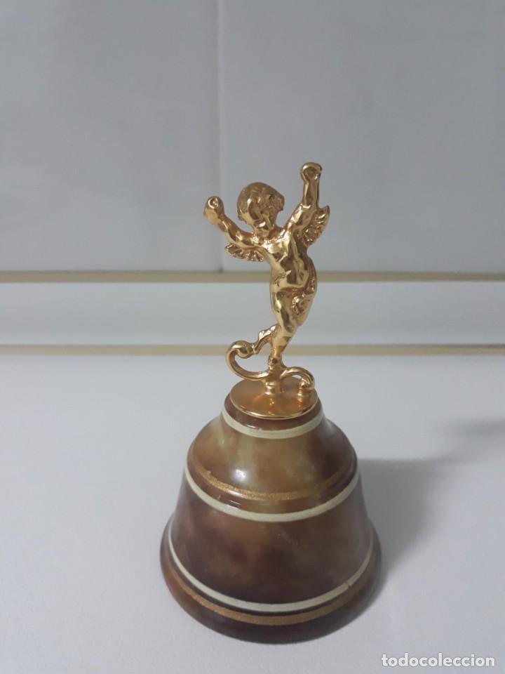 ANTIGUA CAMPANILLA DE ALABASTRO CON MANGO DE ANGELITO (Antigüedades - Hogar y Decoración - Campanas Antiguas)