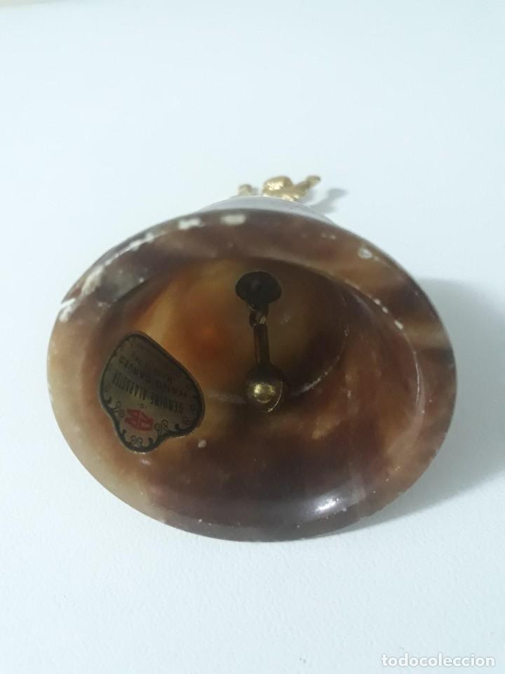 Antigüedades: Antigua campanilla de alabastro con mango de angelito - Foto 3 - 211622964