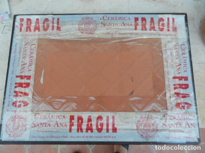 Antigüedades: AZULEJO CERÁMICA GRABADO TRIANA - SEVILLA - ENMARCADO. - Foto 2 - 211663055