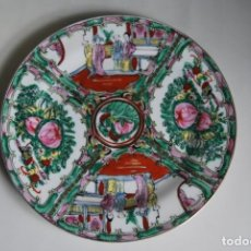 Antigüedades: PRECIOSO PLATO DE PORCELANA MACAO - SELLO EN LA BASE - PINTADO A MANO - 25 CM - MACAU. Lote 211676433
