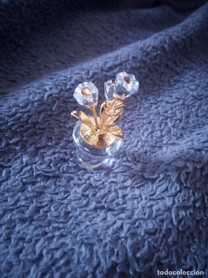 Antigüedades: Pequeña maceta con flores de cristal swarovski,autentica. - Foto 2 - 211698044