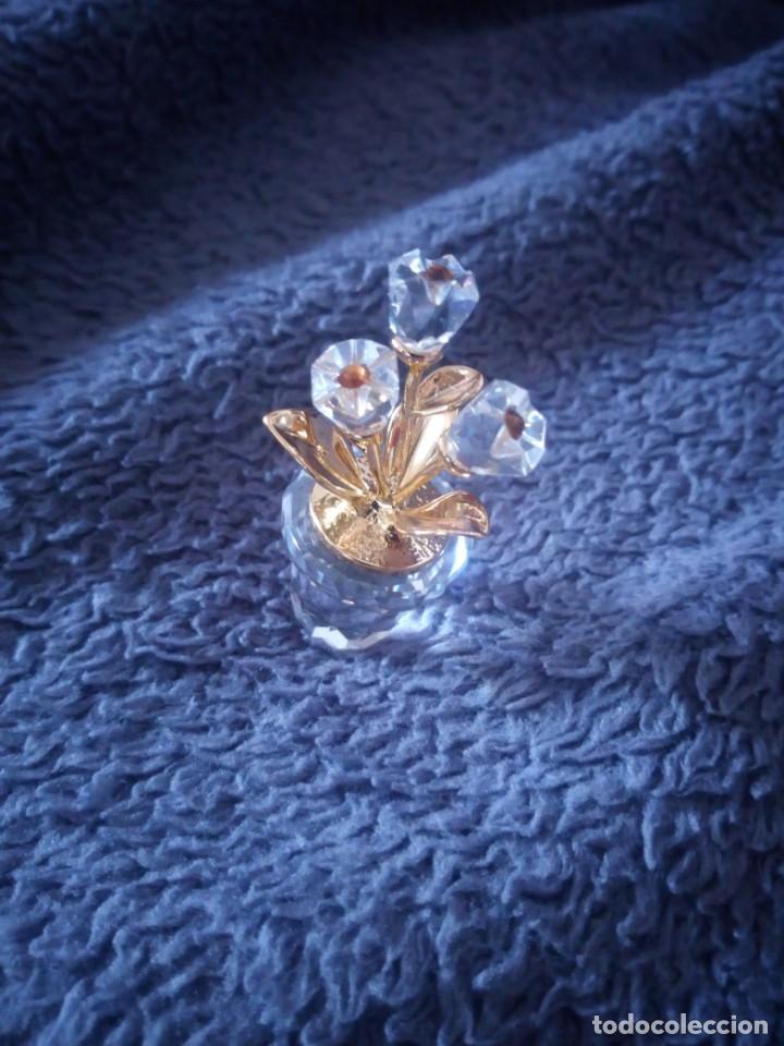Antigüedades: Pequeña maceta con flores de cristal swarovski,autentica. - Foto 3 - 211698044