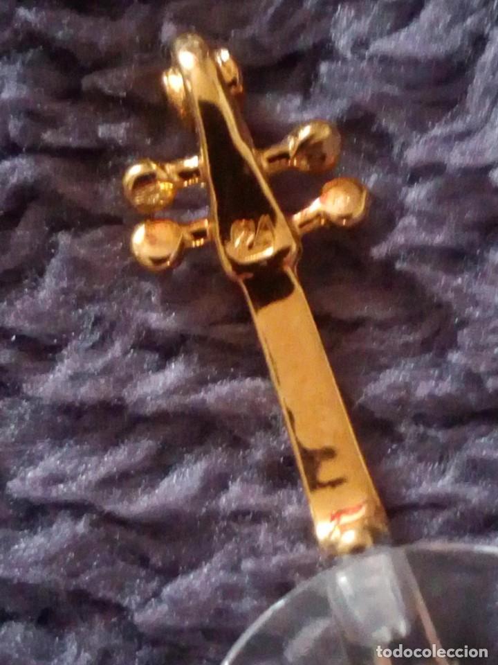 Antigüedades: Pequeño violonchelo con soporte de cristal swarovski,autentico. - Foto 4 - 211698321