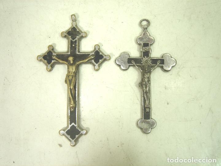 2X ANTIGUO CRUCIFIJO COLGANTE METAL-11 CMS- PRINCIPIOS 1900 - CRUZ TRINIDAD BRONCE MADERA CRISTO (Antigüedades - Religiosas - Crucifijos Antiguos)
