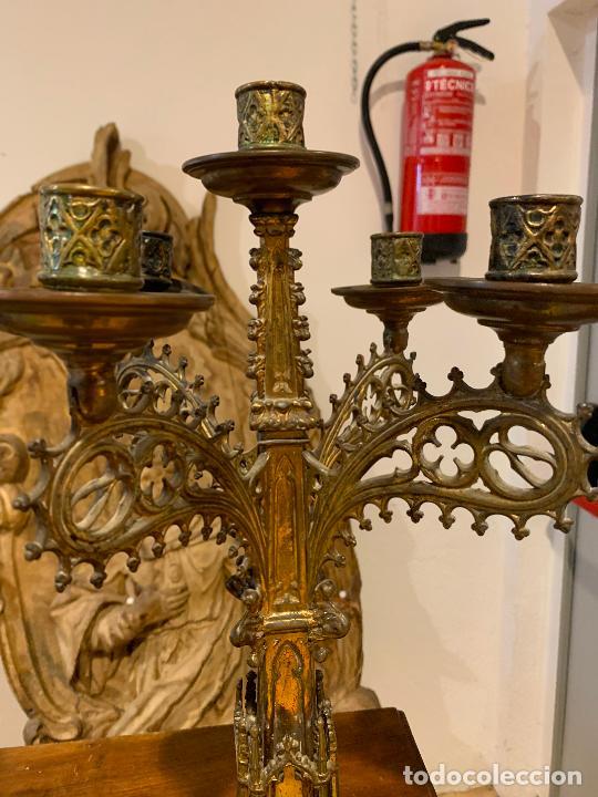 Antigüedades: candelabros neogóticos en metal dorado 1890 - Foto 2 - 211704341
