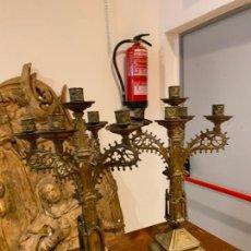 Antigüedades: CANDELABROS NEOGÓTICOS EN METAL DORADO 1890. Lote 211704341