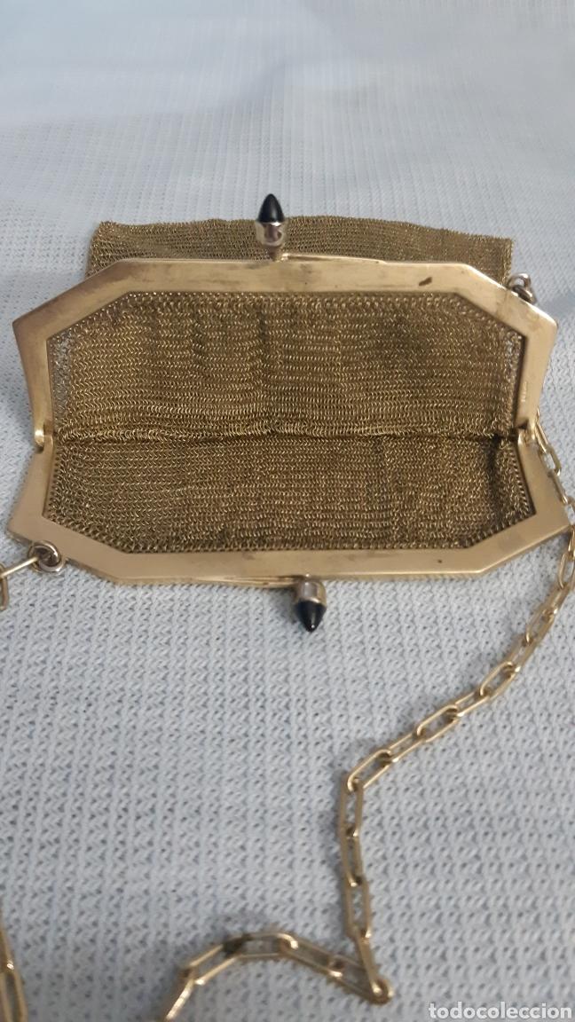 Antigüedades: BOLSITO METAL DORADO CIERRE CON 2 ZAFIROS - Foto 3 - 211704434