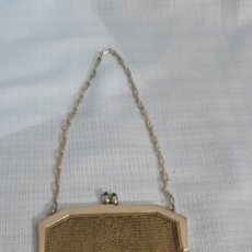 Antigüedades: BOLSITO METAL DORADO CIERRE CON 2 ZAFIROS. Lote 211704434
