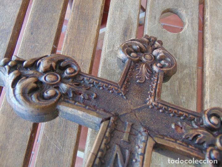 Antigüedades: ANTIGUA CRUZ CRUCIFIJO EN MADERA TALLADA DE IGLESIA INRI - Foto 17 - 211705583