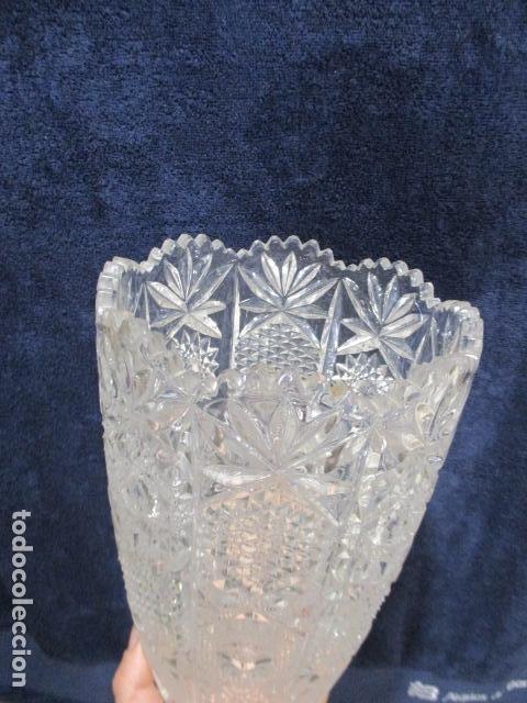 Antigüedades: Precioso JARRÓN CRISTAL TALLADO DE BOHEMIA. - Foto 2 - 211719380