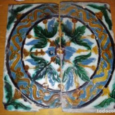 Antigüedades: AZULEJOS ARISTA TRIANA SEVILLA DOS EN TABLA CON MOTIVOS VEGETALES Y RUEDA S.XVI. Lote 211747231
