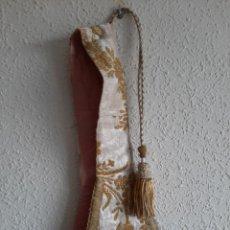 Antigüedades: MANÍPULO BORDADO - SEDA - HILO DE ORO Y PLATA -SIGLO XIX. Lote 211756912