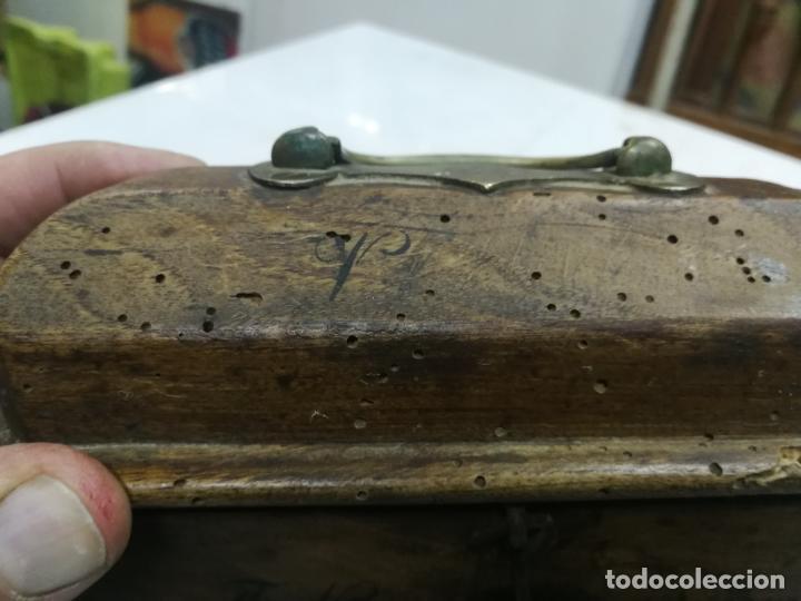 Antigüedades: ANTIGUAS CRISMERAS DE PLATA, SANTOS OLEOS, CON SU CAJA, AÑO 1905, CONTIENEN OLEOS - Foto 5 - 211786902