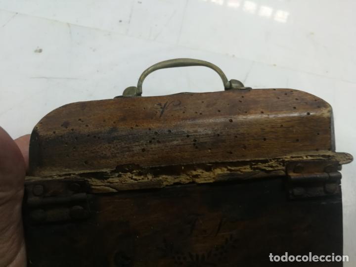 Antigüedades: ANTIGUAS CRISMERAS DE PLATA, SANTOS OLEOS, CON SU CAJA, AÑO 1905, CONTIENEN OLEOS - Foto 8 - 211786902
