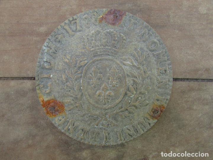 Antigüedades: Cajón de madera para el cáliz y las vinajeras. Año 1788 grabado en escudo de bronce. - Foto 4 - 211850213