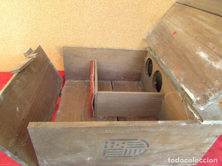 Antigüedades: Cajón de madera para el cáliz y las vinajeras. Año 1788 grabado en escudo de bronce. - Foto 2 - 211850213