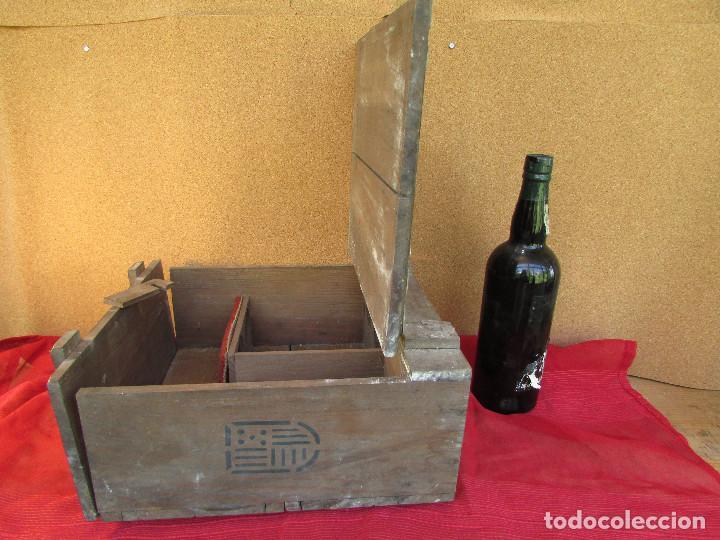 Antigüedades: Cajón de madera para el cáliz y las vinajeras. Año 1788 grabado en escudo de bronce. - Foto 7 - 211850213