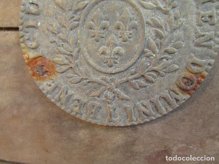 Antigüedades: Cajón de madera para el cáliz y las vinajeras. Año 1788 grabado en escudo de bronce. - Foto 11 - 211850213