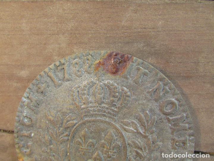 Antigüedades: Cajón de madera para el cáliz y las vinajeras. Año 1788 grabado en escudo de bronce. - Foto 12 - 211850213