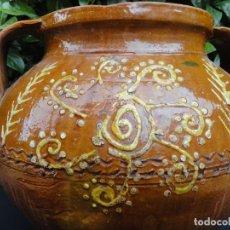 Antigüedades: ALFARERERÍA EXTEMEÑA: OLLA DE NOVIA SALVATIERRA DE LOS BARROS. Lote 211875298