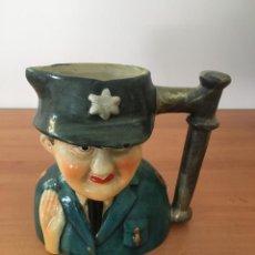 Antigüedades: ANTIGUA TAZA CON FORMA DE POLICÍA. Lote 211893820