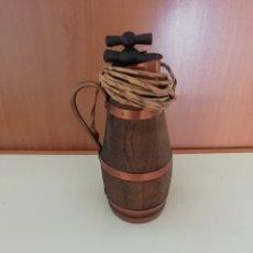 Antigüedades: JARRA CON FORMA DE BARRIL CON SACA CORCHOS. Lote 211901311