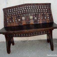 Antigüedades: BANCO ANTIGUO TALLADO, REALIZADO CON YUGOS ANTIGUOS Y FALDON. Lote 211911152