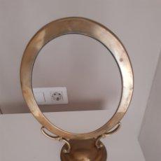 Antigüedades: ANTIGUO MARCO ESPEJO/PORTAFOTO SOBREMESA BRONCE-LATON. Lote 211914950