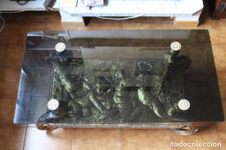 Antigüedades: Preciosa mesa baja antigua. Metal dorado y cristal. Querubines, ángeles. Mesa estilo imperio. - Foto 5 - 211938105