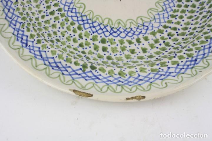Antigüedades: Plato cerámica de manises siglo XIX. 34 cm de diámetro. - Foto 3 - 211966390
