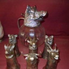 Antigüedades: MAGNIFICO ANTIGUO CONJUNTO, VALENTI JARRA SANGRIA Y SEIS COPAS ANIMALES IBERICOS EN METAL PLATEADOS. Lote 212004093