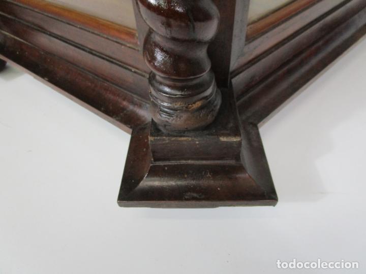 Antigüedades: Preciosa Capilla Carlos IV - Vitrina para Virgen, Santo - Madera Tallada y Dorada - S. XVIII-XIX - Foto 9 - 212005551