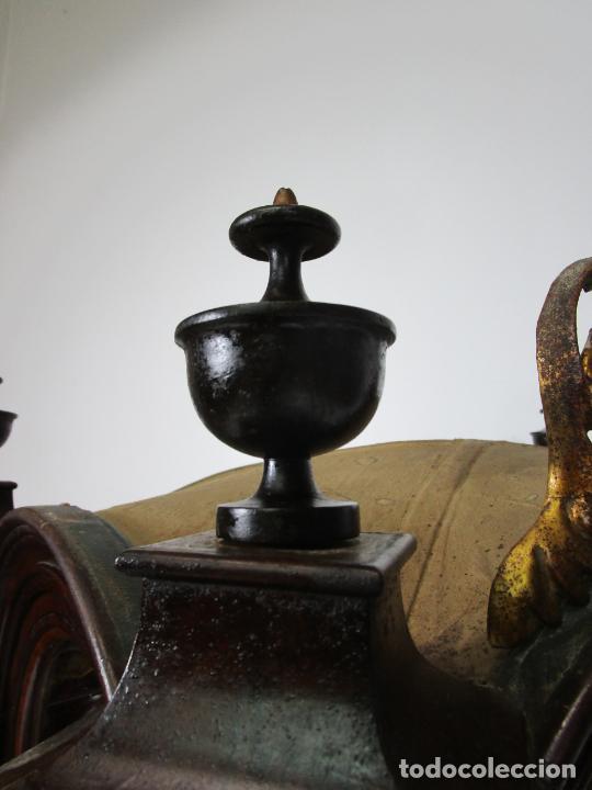 Antigüedades: Preciosa Capilla Carlos IV - Vitrina para Virgen, Santo - Madera Tallada y Dorada - S. XVIII-XIX - Foto 10 - 212005551